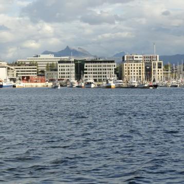 Bodø sett fra sjøsiden ved innseilinga for Hurtigruten
